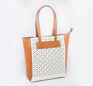 <b>Gun Tote'n Mamas</b><br/>Two Tone Vertical Shopper